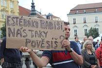 Na náměstí Svobody protestovaly proti komunismu stovky lidí.