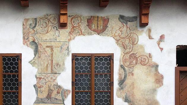 VZÁCNÝ NÁLEZ. Pod omítkou byly malby až ze 14. století.