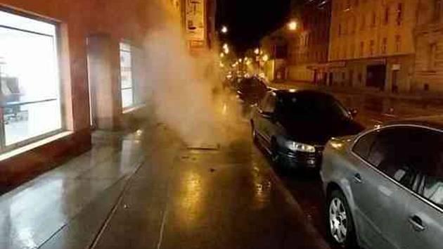 Prasklé vodovodní potrubí a následná havárie parovodu způsobily v noci na 21. dubna 2019 rozsáhlé komplikace na brněnské ulici Cejl a v jejím okolí.
