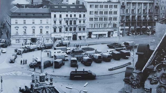 Výstava Brno v srpnu 1969 na náměstí Svobody.