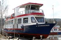 Brněnský dopravní podnik v pátek odpoledne spustil na hladinu Brněnské přehrady loď Utrecht.