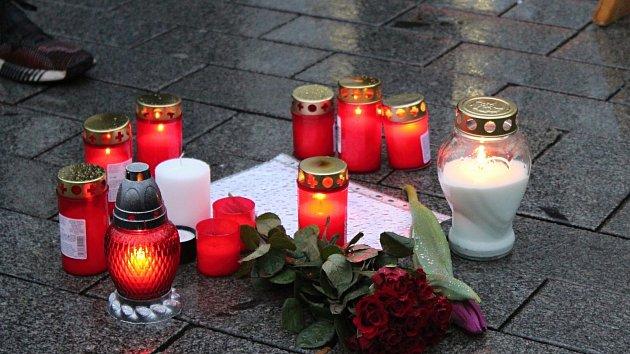 Lidé si na náměstí Svobody připomněli úmrtí Kuciaka