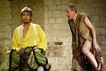 Sedmdesátiletý herec Jan Tříska si roli Kalibana v Bouři poprvé zahrál ve Spojených státech amerických.