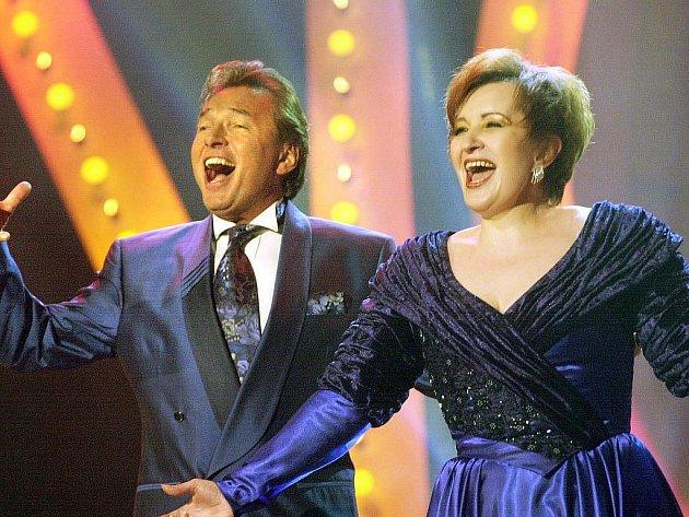 Karel Gott a Eva Urbanová.