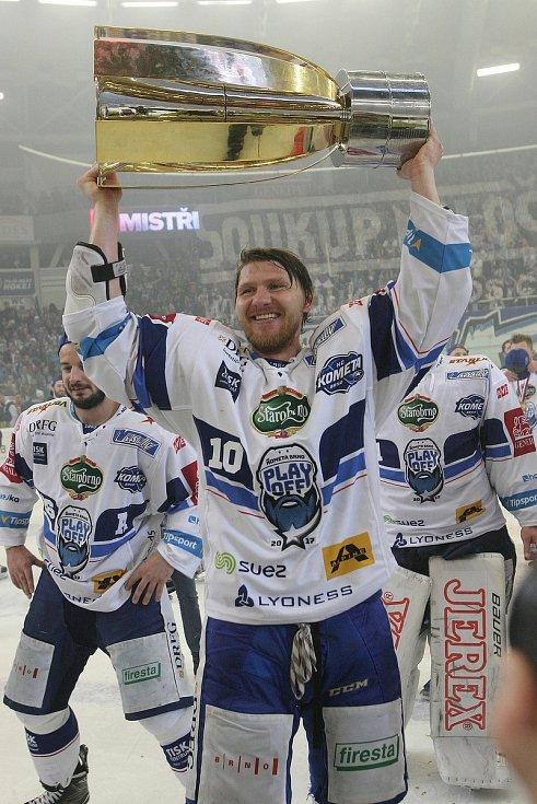 V dubnu 2017 se dočkal on i Brno vytouženého poháru pro mistra extraligy. Kometa slavila po jedenapadesáti letech, Erat poprvé v kariéře.
