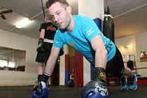 Sportovní redaktor Deníku Rovnost okusil, jak vypadá tréninkový den brněnského profesionálního thajboxera Tomáše Hrona.