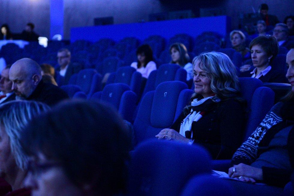 Pohled do publika panelové diskuze Deníku Rovnost na brněnské hvězdárně.