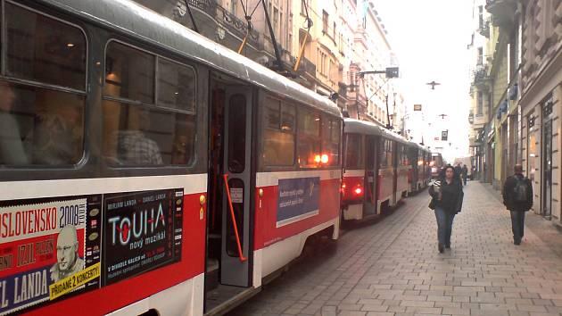 Kolony tramvají v Masarykově ulici v Brně.