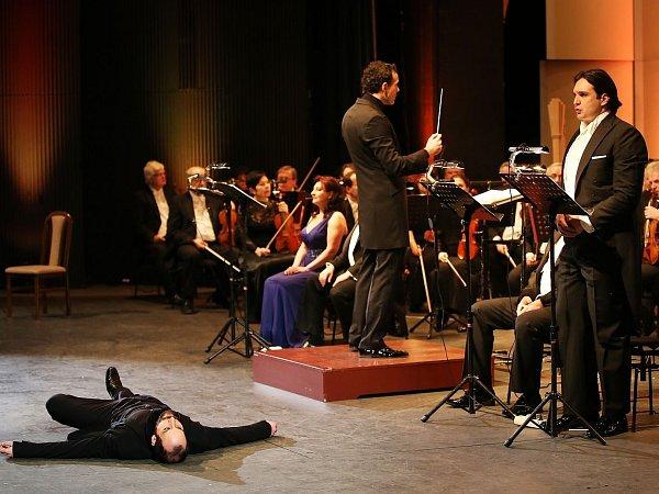 Mim Lukáš Šimon, dirigent Aleksandar Marković a Adam Plachetka.
