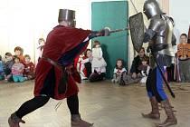 Do světa pohádek se na sobotní odpoledne přenesly děti v brněnském Žebětíně. Centrum volného času Cvoček pro ně připravilo program Ať žijí rytíři!