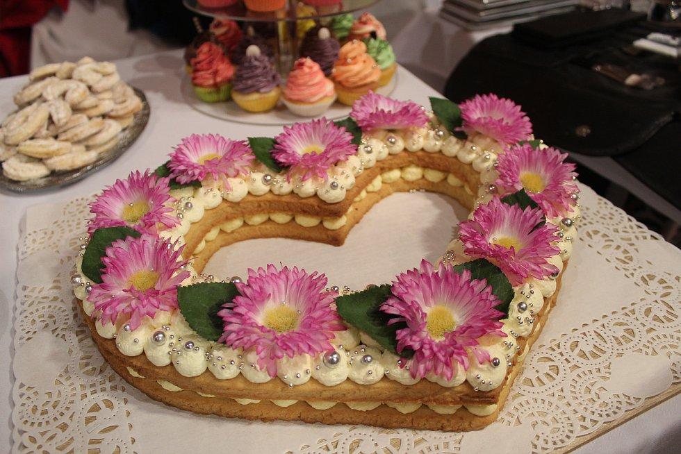 Naplánovat si svatbu nebo se jen nechat inspirovat a pochytit moderní trendy. Takovou možnost měli lidé na hradě Špilberk při svatebním veletrhu.