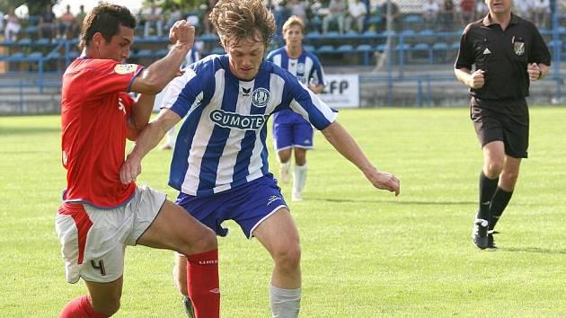 """JINÁ LIGA. Kdysi se Martinu Živnému (vlevo) přezdívalo """"brněnský Vieira"""" podle slavného Francouze. Také on se měl stát hvězdou, ale momentálně září pouze v třetí lize."""