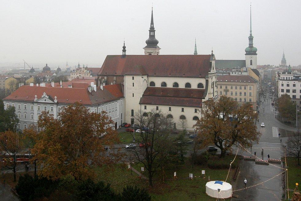 Vyhlídkové ruské kolo na Moravském náměstí v Brně už je v provozu.