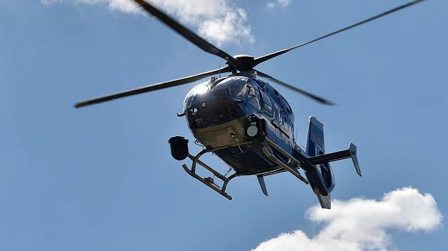 Žena ve Znojmě skočila z mostu, letěl pro ni vrtulník