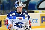 Domácí HC Kometa Brno v bílém (Lukáš Dostál) proti HC Litvínov.