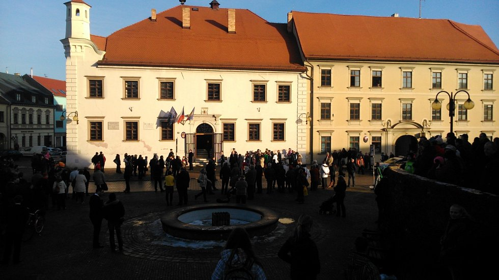 Lidé čekali na prezidenta na slavkovském Palackého náměstí.