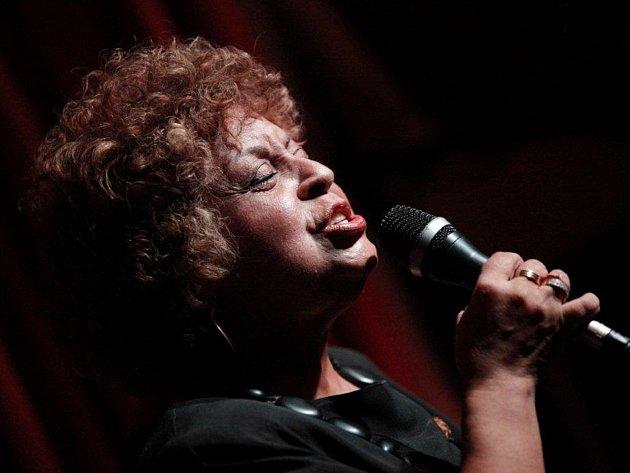 Hudba Leny Andradeové je specifickou směsí jazzu, bossa novy a samby.