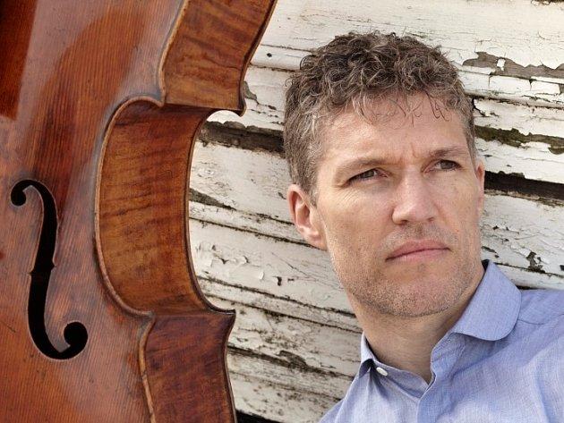 Sólistou příští sezony bude pro brněnskou filharmonii jednapadesátiletý britský violoncellista Matthew Barley. Vystoupí zde celkem třikrát.