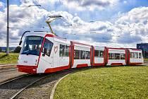 První brněnská tramvaj Škoda 13T dostala při modernizaci nový barevný vzhled.