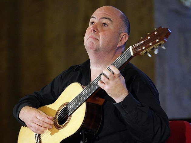Kytarista Scott Tennant.