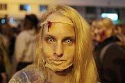 Průvod živých zombie už patří k tradičním každoročním akcím v Brně. Některé dokáží uhranout pouhýma očima.