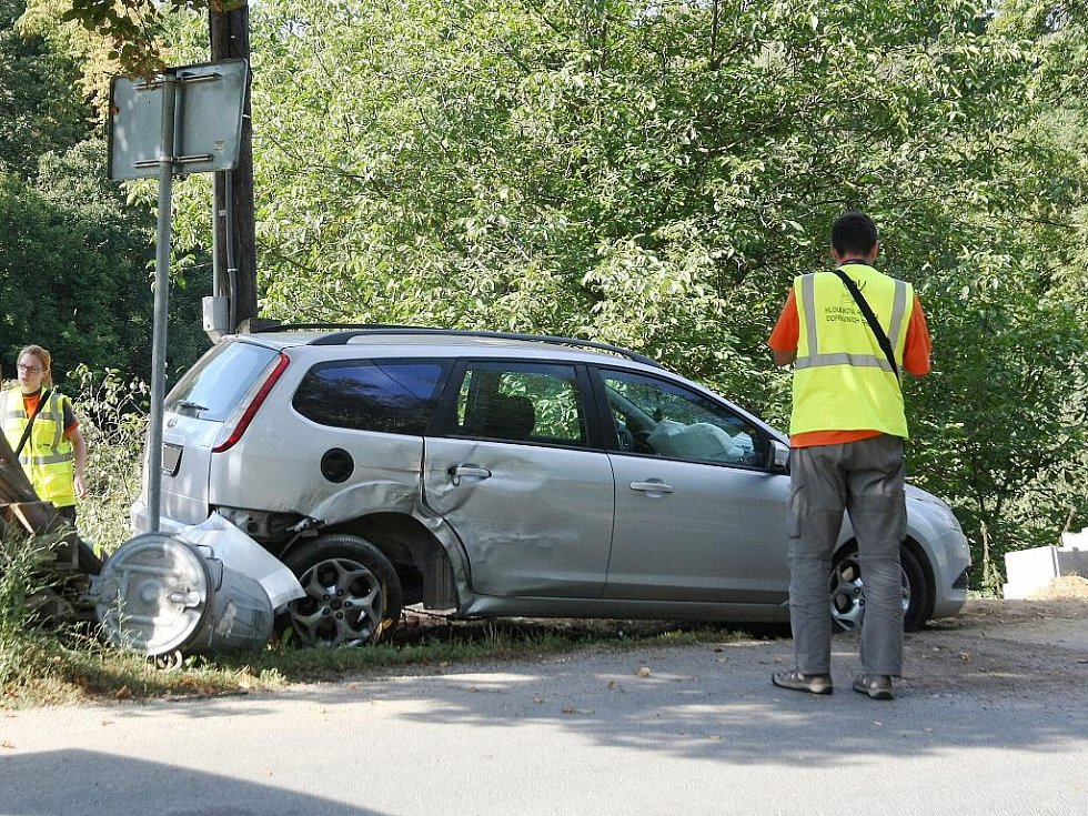 Příliš rychlá jízda byla příčinou dopravní nehody, která se stala v neděli ráno krátce po deváté hodině na silnici mezi Bedřichovicemi a Šlapanicemi na Brněnsku.