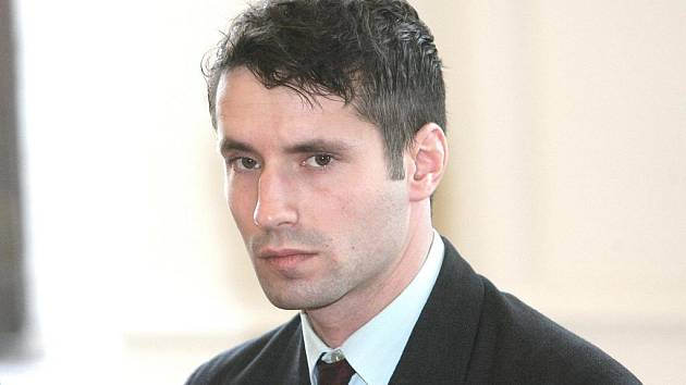 Šestadvacetiletý Martin Teplý postřelil vojenskou pistolí u brněnského hlavního nádraží dva muže, kteří od něj žádali peníze a cigarety.