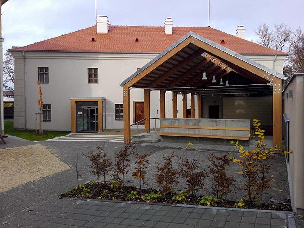 Rekonstrukce Paarova zámečku pro potřeby základní školy a širší veřejnosti v Pohořelicích, 1. místo v kategorii Rekonstrukce staveb.