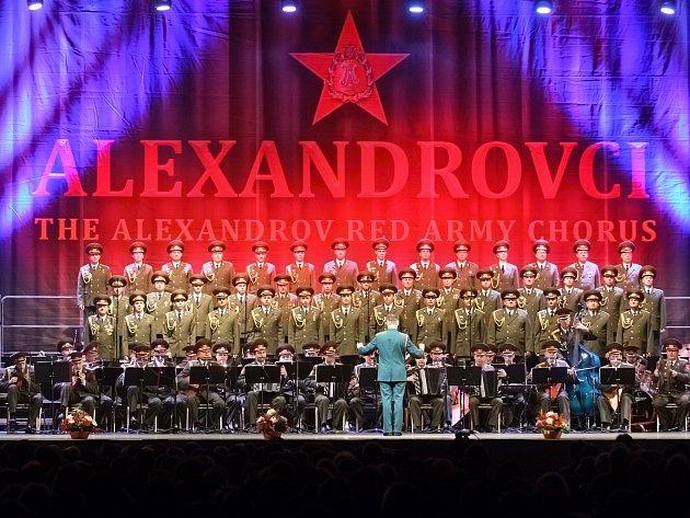 Nadšený potlesk tisíců lidí si v sobotu odpoledne vysloužil legendární mužský pěvecký sbor Alexandrovci. Opět i po dvou letech dokázali vyprodat brněnskou DRFG arénu.