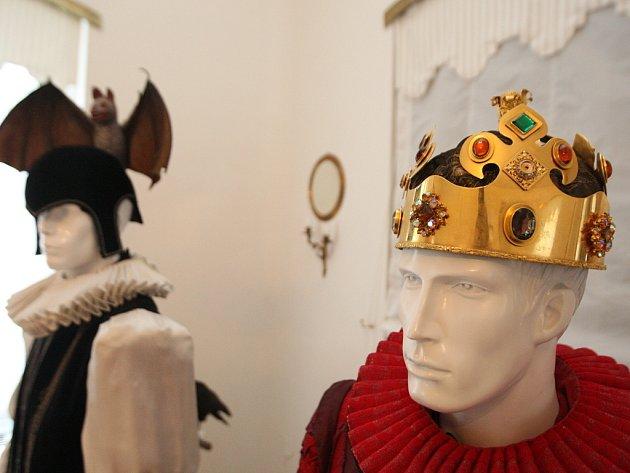 Výstava kostýmů a rekvizit z pohádky Arabela.
