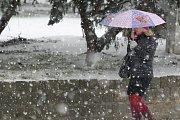 Sněhová nadílka v brněnských ulicích.