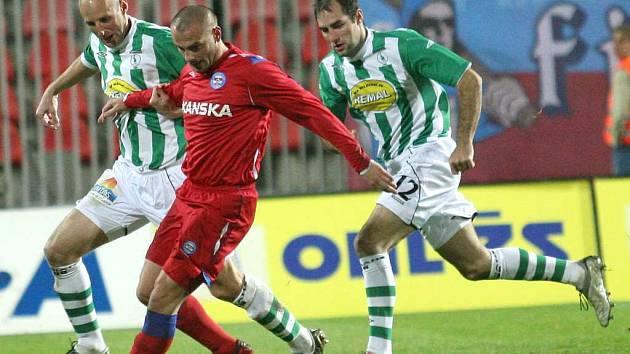 V Jablonci možná nastoupí uzdravený Tomáš Došek (v červeném).