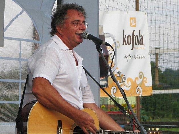 Zpěvák a kytarista Pavol Hammel.