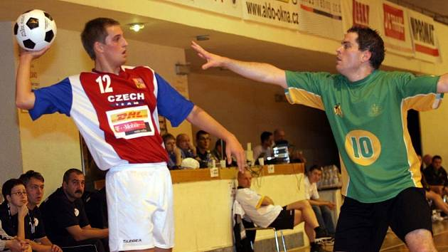 Tomáš Sládek (vlevo) z českého týmu korfbalistů.