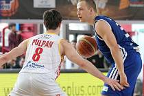 Basketbalisté Mmcité Brno (v modrém) obsadili ve Final Four Českého poháru mužů třetí místo.