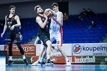 Brněnští basketbalisté (v bílém Ondřej Husták) podlehli Nymburku 82:101.