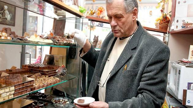 František Foltýn je s čokoládou denně v kontaktu.