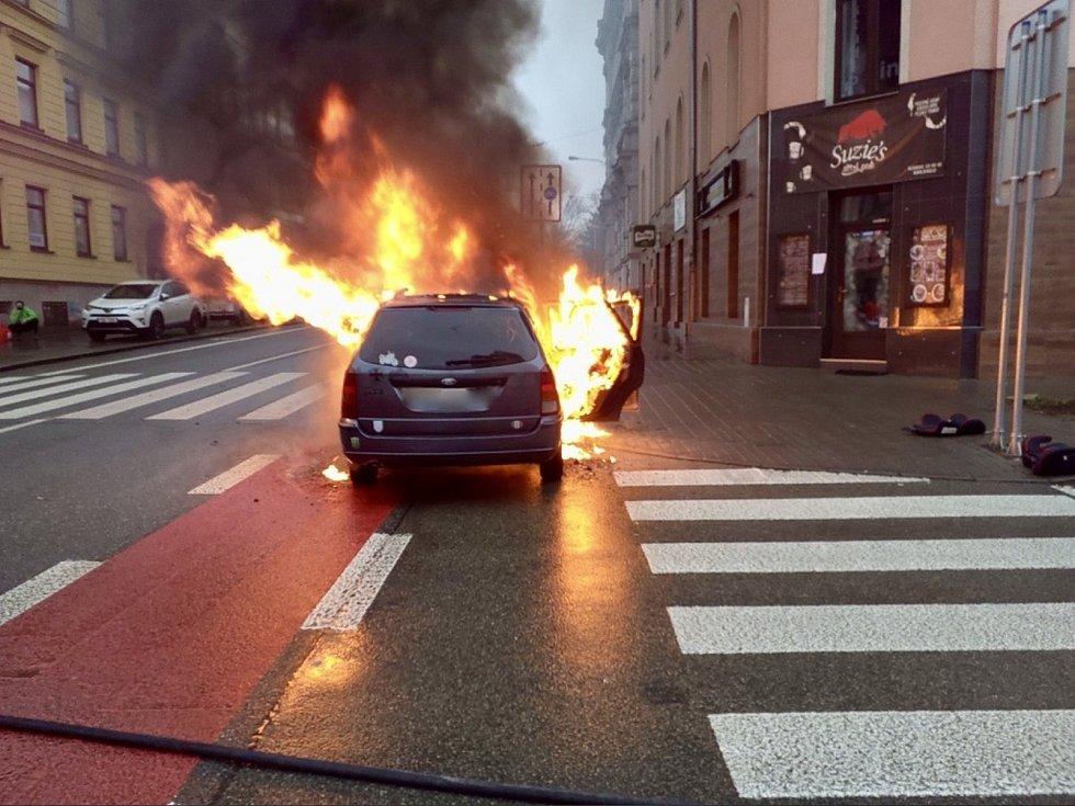 Požár auta v Kounicově ulici