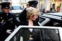 Policie zatýkala ženu. Za dramatických okolností.