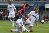 Fotbalisté Zbrojovky (v bílém) vyhráli na hřišti Plzně 3:2.