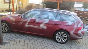 Posprejované BMW.