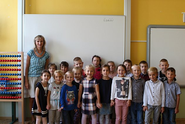 Žáci 1.B ze ZŠ na náměstí Míru 3vBrně střídní učitelkou Romanou Koutnou.