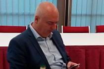 Lídr ČSSD do brněnského magistrátu Oliver Pospíšil ve volebním štábu.