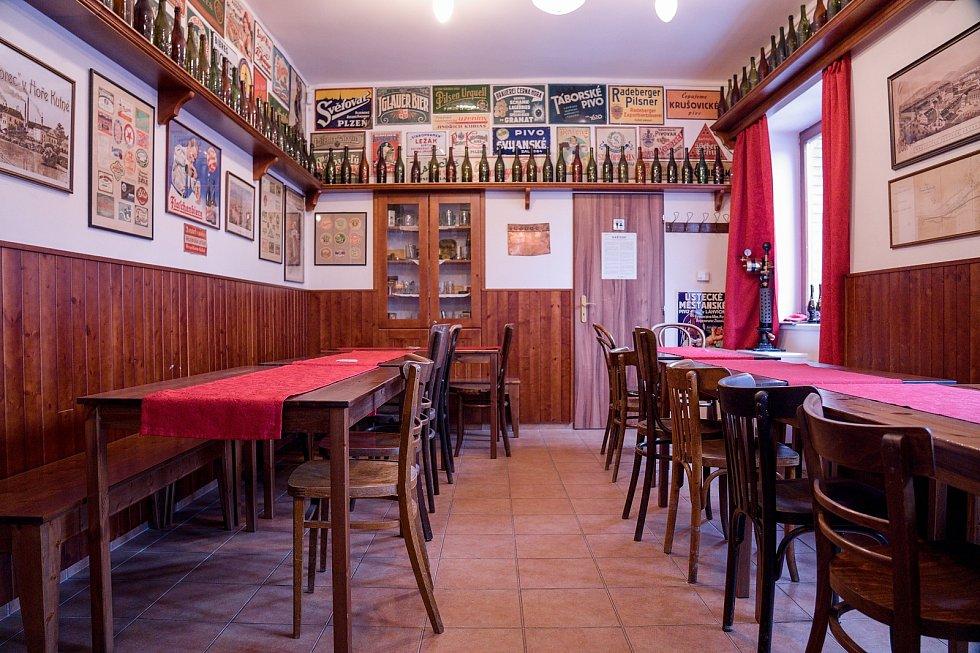 Ukázková pivnice pro návštěvníky je kvůli opatřením vlády prázdná. Petr Hauskrecht - Parní pivovar.
