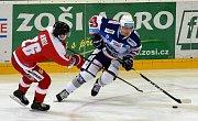 Domácí HC Kometa Brno (bílá) proti HC Olomouc po nájezdech zvítězila 4:3.