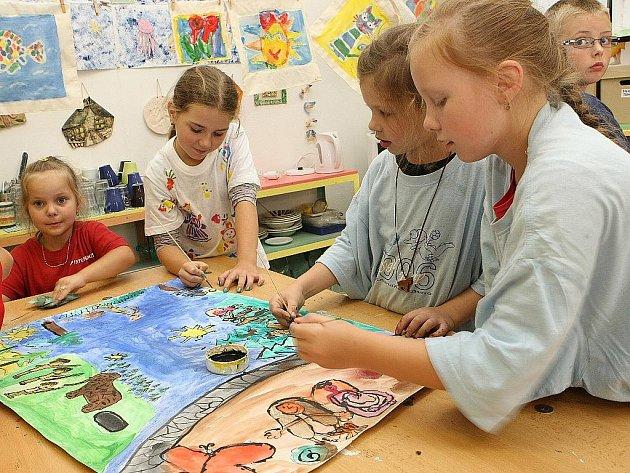Děti z příměstského tábora Lovci mamutů.