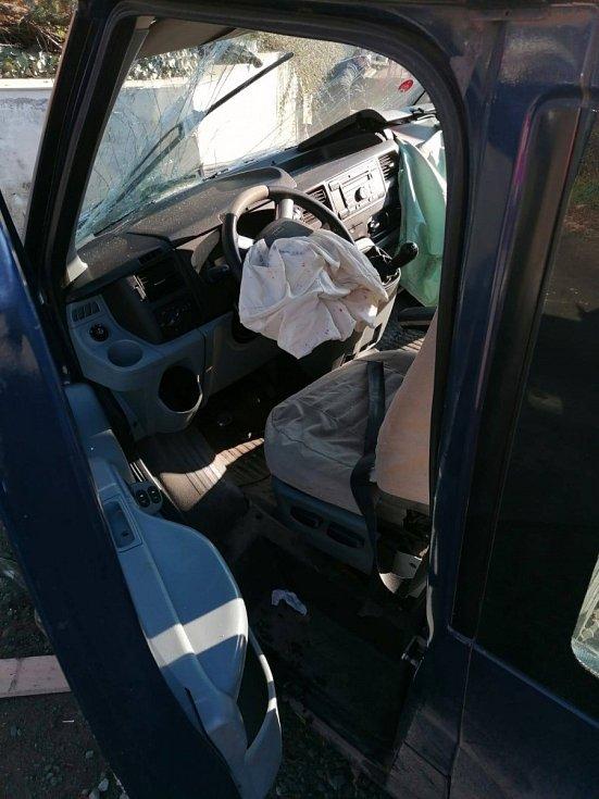 Sedm lidí se zranilo podle policistů v sobotu před desátou hodinou dopoledne při nehodě dodávky v Ivančické ulici v Dolních Kounicích na Brněnsku.