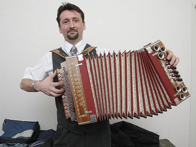 Harmonikář Ivan Janičata.