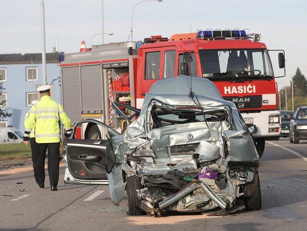 U bohunické nemocnice bourala čtyři auta.