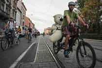 Slona jedoucího na kole není možné vidět jen v cirkuse. Jeden byl v sobotu k vidění přímo v ulicích Brna společně s dalšími asi čtyřmi stovkami dalších cyklistů. Všichni se totiž připojili k další cyklojízdě městem, kterou pořádalo sdružení Brno na kole.
